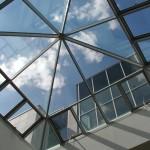 Den kraftige utformingen av glasstaket med elektriske aktuatorer