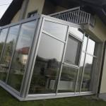 Konstruksjon med et vindu montert i bygningen